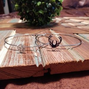 Jewelry - Silver deer snowflake bangle bracelets